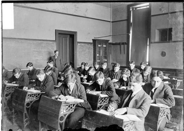 class emergence in the industrial revolution Simply, the working conditions were terrible during the industrial revolution as  factories  as industrialization occurred, the middle class emerged the middle.