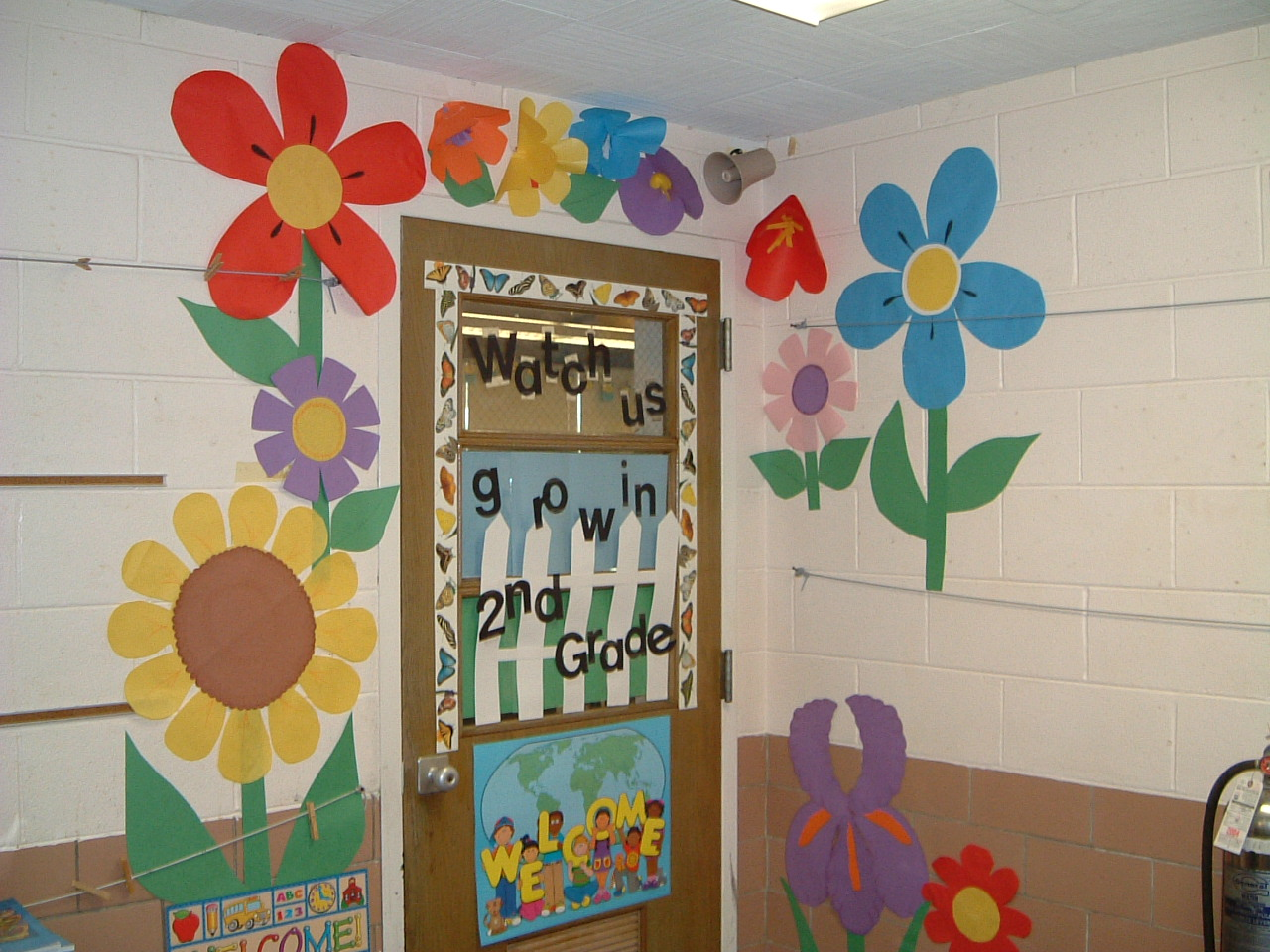 Adventure of the american mind for Back to school classroom door decoration ideas